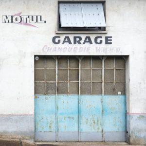 Galerie de 3 photos d'anciens garages automobiles Façade d'un garage à Donzenac en Corrèze