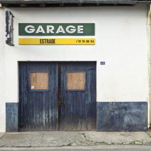Une petite façade de garage à Rieumes en Haute-Garonne pour illustrer article anciens garages automobiles