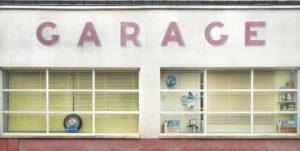 anciens garages automobiles une façade à Ouzouer-le-Doyen 41